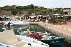 Centrale Piazza van Portisco Jachthaven, Sardinige Stock Foto