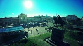 Centrale Post op het vierkant van KoningsTomislav in Zagreb - antenne stock video