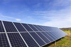 Centrale solaire sur le pr? t?t de ressort photographie stock libre de droits