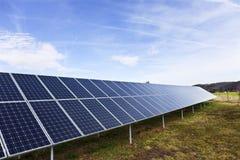 Centrale solaire sur le pr? t?t de ressort photo libre de droits