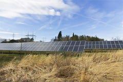 Centrale solaire sur le pr? t?t de ressort image libre de droits