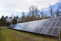Centrale solaire sur le pr? t?t de ressort photos libres de droits