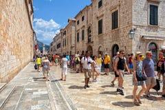 Centrale straat van de oude stad van Dubrovnik, Kroatië Stock Afbeelding