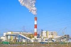Centrale thermique Plan rapproché L'hiver Russie Abakan photos libres de droits