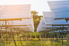 Centrale utilisant l'énergie solaire renouvelable Photo stock