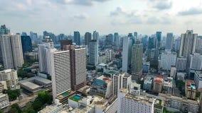 Centrale van het de Stadspanorama van Bangkok het Noordwesten Luchtvideo stock videobeelden