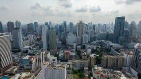 Centrale van het de Stadspanorama van Bangkok het Zuidwesten Luchtvideo stock videobeelden