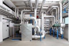 Centrale verwarming en het koelen systeemcontrole in een ketelruim stock foto's