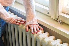 Centrale verwarming - op zwaar werk berekende radiator stock afbeeldingen
