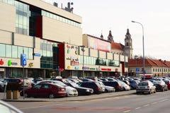 Centralen shoppar mittKOPPEN i den Vilnius staden Arkivfoton