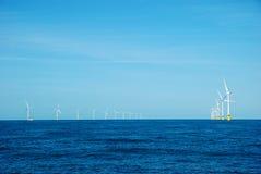 Centrales d'énergie éolienne photographie stock libre de droits