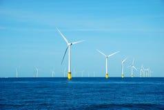 Centrales d'énergie éolienne images libres de droits