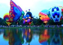 Centralia Illinois Balloon Festival. Hot air balloon s around a lake in  Centralia, Illinois Stock Photo