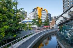 Centralt arkiv Rotterdam, Nederländerna, med karakteristiska gula rör arkivfoto