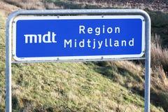 Centralt Danmark regionvägmärke i Danmark royaltyfri fotografi