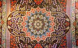 Centralt fragment av härlig orientalisk persisk matta med färgrik textur Royaltyfri Bild