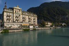Centralt kontinentalt för hotell framme av den Aare floden royaltyfria foton