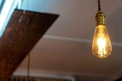 Centre choisi de décoration de lampe de cru dans le café photos libres de droits