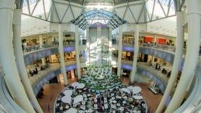 Centre commercial à l'intérieur d'intérieur sur Zemlyanoy Val banque de vidéos