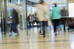 Centre commercial brouillé par résumé pour le fond Image libre de droits