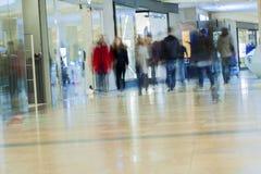Centre commercial brouillé par résumé pour le fond Images libres de droits