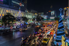 Centre commercial central du monde illuminé la nuit, Thaïlande Photographie stock