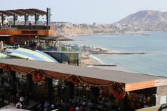 Centre commercial de Larcomar en Lima Peru Photographie stock libre de droits