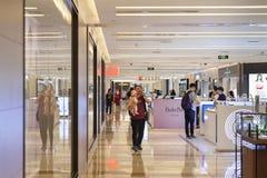 Centre commercial intérieur dans Pékin images stock