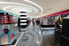 Centre commercial moderne de parfum à Paris Photo libre de droits