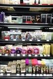 Centre commercial moderne de parfum à Paris Photos stock