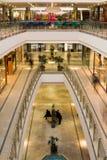 Centre commercial multiniveaux Photographie stock libre de droits