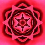Centre concentrique rouge de fleur. Conception de Mandala Kaleidoscopic photos stock