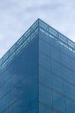 Centre d'affaires, ciel bleu et nuages Images libres de droits