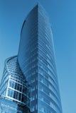 Centre d'affaires modifié la tonalité dans le bleu Photo stock