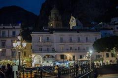 Centre d'Amalfi pendant la nuit Image stock