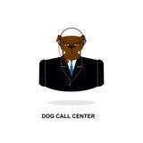 Centre d'appels de chienchien Crabot avec l'écouteur Animal familier dans le costume Images stock