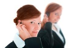 Centre d'attention téléphonique de deux femmes image libre de droits