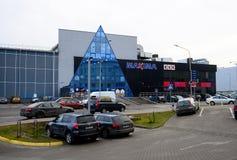 Centre de boutique de maximum de ville de Vilnius dans le secteur de Pasilaiciai à l'horaire d'hiver Photographie stock libre de droits