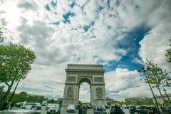 Centre de Champs-Elysees du trafic de Charles de Gaulle d'endroit images stock