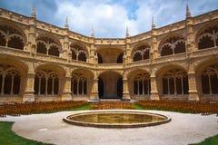 Centre de cloître de monastère de Jeronimos Photo stock