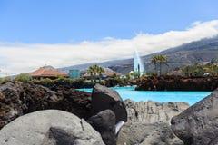 Centre de divertissement Lago Martianez avec des piscines avec de l'eau océanique Images stock