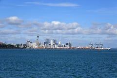 Centre de la ville d'Auckland et ports d'horizon d'Auckland photographie stock
