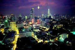 Centre de la ville de Kuala Lumpur au crépuscule Photographie stock libre de droits