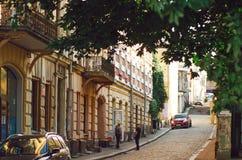 Centre de la ville historique Rue pavée étroite médiévale photographie stock libre de droits