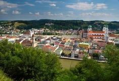 Centre de la ville de négligence de Passau Confluent des rivières Donau et de l'auberge Points de repère dominants - cathédrale D image libre de droits