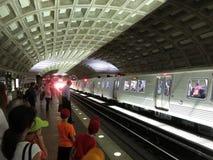 Centre de métro et nouvelles voitures de rail Images stock