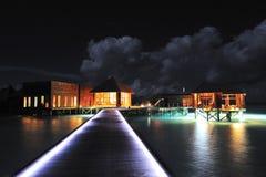 Centre de station thermale dans la nuit Image libre de droits