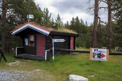 Centre de touristes à la cascade, Norvège Image libre de droits