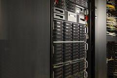 Centre de traitement des données avec les unités de disque dur Images libres de droits