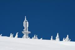 Centre de transmission dans la neige Photographie stock